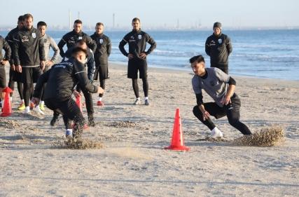 Antrenament inedit pe plajă