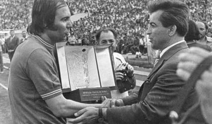 Câștigă un tricou oficial de joc personalizat cu Ion Oblemenco