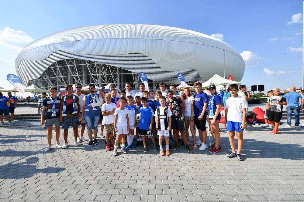Ne facem încălzirea pe esplanada stadionului înainte de meciul cu Dinamo