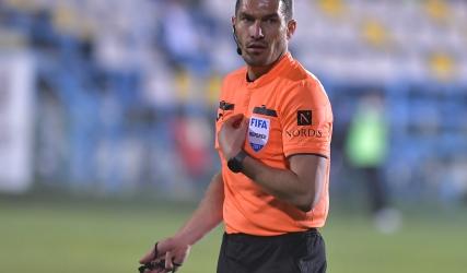 István Kovács împarte dreptatea la meciul cu CFR Cluj