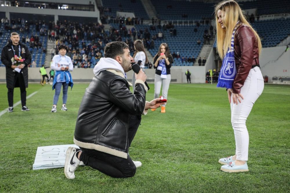"""Inedit! Cerere în căsătorie pe stadionul """"Ion Oblemenco"""""""