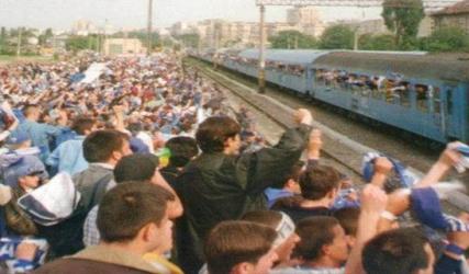 Invazia alb-albastră se face cu trenul! Hai la #FINALA!